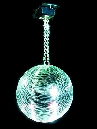 EUROLITE 75cm Peilipallo, eli discopallo, korkealaatuinen. Sopii koti- ja ammattikäyttöön. Ilman pyöritysmoottoria, jonka voi hankkia erikseen, katso yhteensopivat tuotteet.