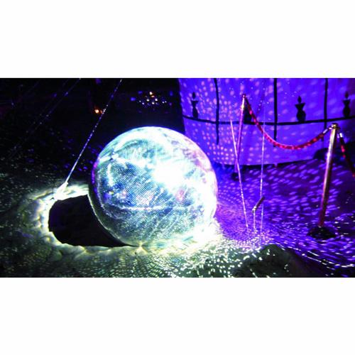 EUROLITE 100cm Peilipallo, eli discopallo, korkealaatuinen. Sopii koti- ja ammattikäyttöön. Ilman pyöritysmoottoria, jonka voi hankkia erikseen, katso yhteensopivat tuotteet. paino 31kg sekä paketin koko 105x105cm.