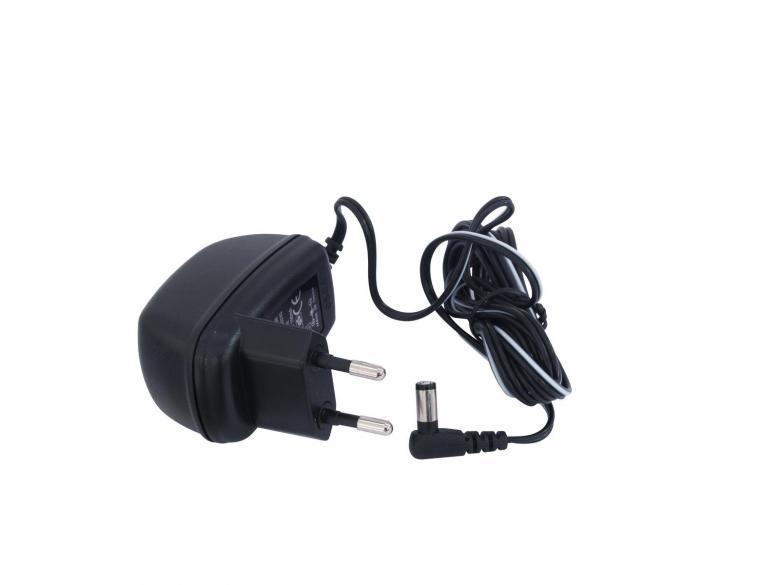 OMNITRONIC LH-045 Mini mikrofonin esivahvistin, kytkentä XLR tai Jack plug liittimellä. Mukana myös Phantom power 48V. Mitat 143 x 93 x 45mm sekä paino 350g.