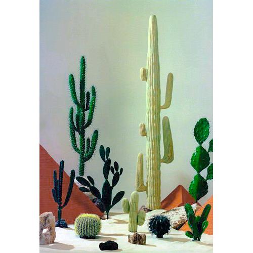 EUROPALMS 40cm Saguaro-kaktus, ns. jättikaktus on puun kokoinen kaktuslaji, joka elää luonnonvaraisena Sonoran autiomaassa Yhdysvaltojen ja Meksikon rajalla. Sukunsa ainoa laji ja kasvaa 15 m korkeaksi ja painaa useita tonneja. Suurin osa sen massasta on vettä.