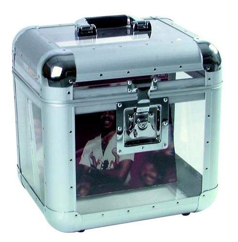 ROADINGER Vinyyli kuljetus laatikko akryyli läpinäkyvä, runko alumiinista. Tukeva perhoslukko sekä kantokahva. 75-80 kpl levyjä mahtuu yhteen.  Record-case round corners, 75/25, acryl. Ulkomitat 380 x 315 x 400 sekä paino 4,0kg.