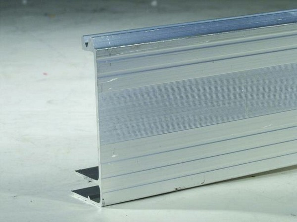 OMNITRONIC Lid maker 30x80mm for 9mm panel pro, delivered in 2m pieces, price per 2 meter