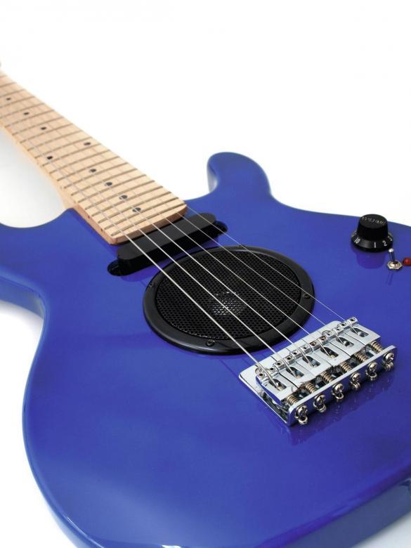 DIMAVERY J-200 Lasten sähkökitara sininen 88cm. Sisäänrakennettu kaiutin ja vahvistin, vain soittaja puuttuu!- Sisäänrakennettu kaiutin/ vahvistin. Paristot sisään ja voit soittaa omalla vahvistimella, Helppoa. Juniorin enimmäiseksi kitaraksi. Soveltuu myös varsin pienikokoisille. Kitara on junior mallia ja pituus 88cm sekä paino 2.33kg.
