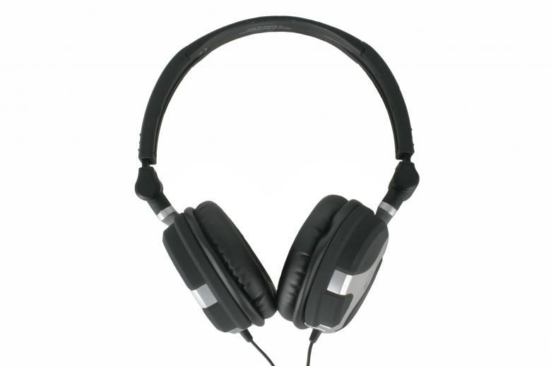 AKG K81 DJ On Tasokas DJ Kuuloke sekä Loistava Soundi Sekä Mahtava Äänenpaine! K81 DJ on kevyt, edullinen ja riisuttu versio K 181 DJ:stä, tinkimättä kuitenkaan parhaista soundeista ja maksimi äänenpaineesta. Poikkeukselliset ominaisuudet molemmissa kuulokkeissa.Huippulaadukas ja kevyt, mutta äärettömän tuhti rakenne. Kuulokkkeet taipuvat pieneksi ja uskomattoman ohueksi paketiksi kuljetettavaksi.