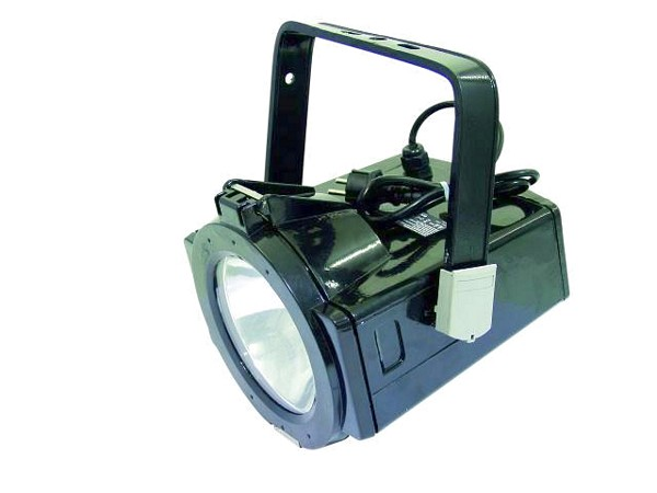 EUROLITE Outdoor spottivaloheitin 150W NSP 12° NSP IP65. Pienikokoinen ja tehokas spottivaloheitin ulkokäyttöön. Sopii hyvin arkitehtuuriseen valaistukseen tai suuriin tiloihin. Kytkentävalmis 150cm kaapelilla sekä pistotulpalla. Monikäyttöinen kapeakiilainen valaisin 150W kaasupurkauslampulle. Polttimo löytyy yhteensopivista tuotteista.