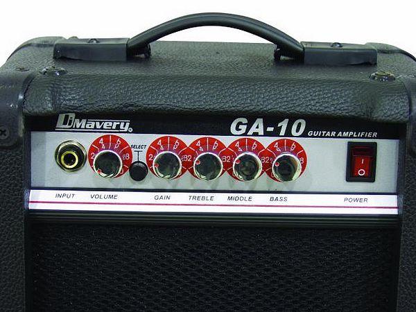 DIMAVERY GA-10 Kitaravahvistin Combo 10W soveltuu loistavasti musiikkiuraansa aloittelevalle sähkökitaran soittajalle. Combossa on 6