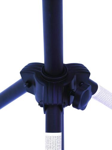 EUROLITE A1 Valoteline terästä kevytrakenteinen 2,5m korkea. kantavuus 14kg, nostokorkeus 2,5m. Kevytrakenteinen valoteline esim. par kannuille!paino vain 6.0kg.Kuljetuskoko 1,2m.