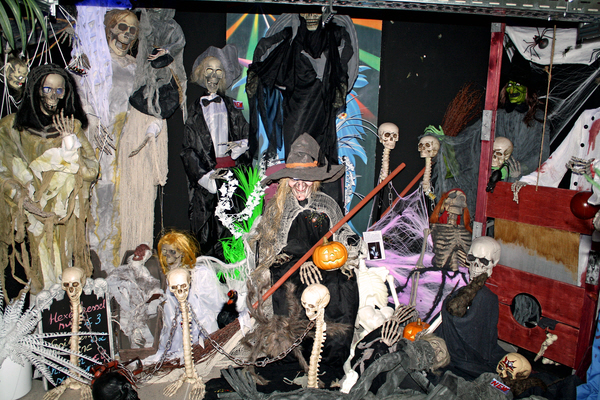 EUROPALMS LOPPU! Halloween LED skull 16cm blue, sound & movement detector. Big suprisingfactor because of movingsensor