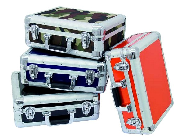 OMNITRONIC CD-levylaukku sininen 90 CD-levylle tai DJM-500-600-800 mikserille, moderni huippuluokan laukku CD-levyille tai vaihtoehtoisesti muille arvokkaille tuotteille, joita haluat suojella, kun otat välijakajat pois keskeltä, saat laukusta helposti vaikka mikserille sekä kaapeleille kuljetuslaatikon, mukaan on helppo mahduttaa vaikka kuulokkeet sekä mikrofoni