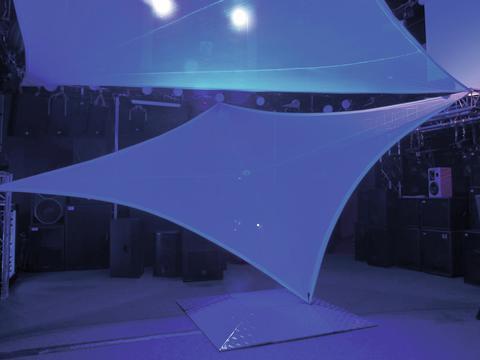 DECO Decoverkko, Deconet Dragon 12m x 6m, todella upea decoverkko joustavalla materiaalilla. 80% polyesteriä sekä 20% cottonia. Paino 290gr / neliömetriä. Todella upea klubin katossa tms. kun haluat heijastaa valoja..