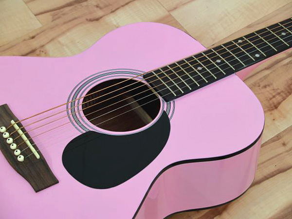 DIMAVERY AW-300 Hintalaatusuhteeltaan loistava teräskielinen kitara! Soveltuu myös aloittelijalle tai jo jonkin verran kitaraa soittaneelle. Western Guitar 4/4, Pink!