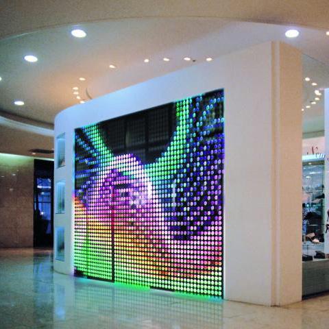 EUROLITE LED Pixel Mesh 64 x 64 video LED-videopaneeli sisäkäyttöön, valovoimainen, vahvat RGB-värit, ja voidaan linkittää useampia yhteen. Soveltuu moneen käyttöön, video- ja kuvanäytöksi, kuin myös sisutus- ja valaistusefektisi. Katseluetäisyys jopa 40m. Asennus helppoa ja yksikertaista. Virrankulutus 75W. Moduulin resolutio leveys x korkeus 16 x 16 pixeliä. Pikselitiheys 40mm. Pikselimäärä 625/m². Kirkkaus 1300 cd/m². Katselukulma 120°. Kankaan leveys ja korkeus 600 x 600 x 65mm. Paino 8.5 kg/m²