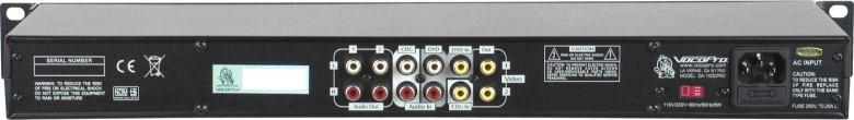 VOCOPRO DA-1000 PRO Professional 3 Mic Digital Echo Mixeri karaoke ja artisti käyttöön. Hyvä valinta, kun sinulla on DVD soitin ja haluat laulaa kotikaraokea. Kuten isoveljessä DA-1055 PRO:ssa, on laatu DA-1000 korkeaa tasoa. Digitaalinen kaiku. Viive (delay) sekä viiveen toisto (repeat) toiminne. Taustalaulun (cancel) sekä apulaulu (partner). Musiikin voimakkuuden säätö, master basso- ja diskanttinsäätö. Kolmen mikrofonin sisäänmenoa säädöillä sekä mastersäätö ja bassoille ja diskantille säädöt. Kaksi linjatasoista sisäänmenoa. Kaksi videosisäänmenoa. Kolme videoulostuloa. Mukana 19
