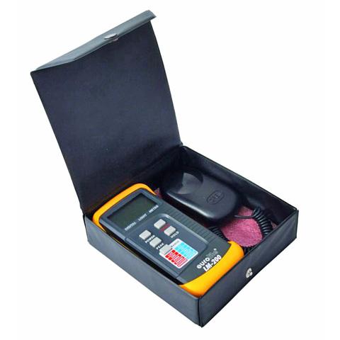 EUROLITE  LM-200 Lux-mittari, laadukas valon tehon mittaukseen. Antaa ulostulon Luxeina tai candeloina.