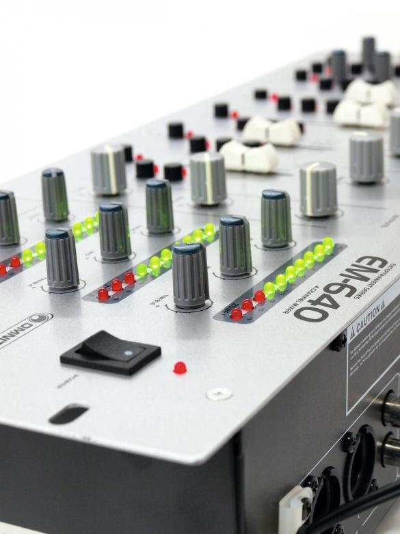 OMNITRONIC EM-640 Monikäyttöinen aluemikseri- Zone mikseri- 3-aluetta /zone, 2x Mic+ 2x Phono sekä 8xlinja sisäänmenoa. Mitat 483 x 178 x 110 mm sekä paino 3,4kg.