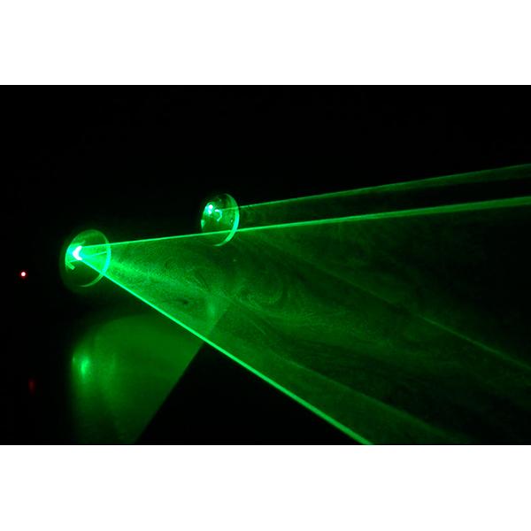 BEAMZ Hera 2-säteinen vihreä laser 2x 80mW. Kompakti 2-säteinen laser 3 DMX-kanavalla, 20 esiohjelmoidulla kuviolla, 2 säteellä. 2x 80mW vihreä laser. Luokka 3B. Toimii myös musiikkiohjaus tai stand alone modessa. Musiikkiohjaus sisään rakennetulla mikrofonilla. Esiohjelmoidut kuviot.