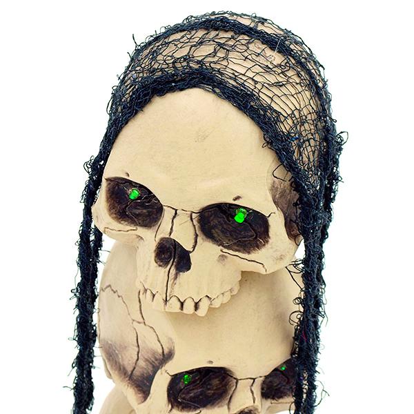 EUROPALMS 3-osainen Halloween pääkallosetti 14x 18x 43cm vihreillä vilkkuvilla LED-silmillä, päät kääntyvät 360 astetta. Tri-Skulls with LED. Scary skull entity an absolute eyecatcher.