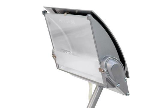 EUROLITE KKL-300 silver valaisin joka sopii esim näyteikkunavaloksi, kojuvalaisimeksi, messuille jne. Halogeeni leveäkeila valaisin tehokkaalle 300W lampulle (tilaa erikseen), hienolla säädettävällä varrella. Mitat 670 x 210 x 90 mm sekä paino 1,5kg.