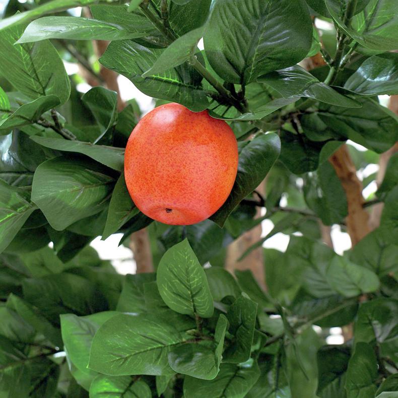 EUROPALMS 280cm Omenapuu omenoilla Puutarhan tunnelman saa nyt helposti sisälle tällä tuuhealla ja erittäin aidon oloisella omenapuulla, jossa on aito puun runko.