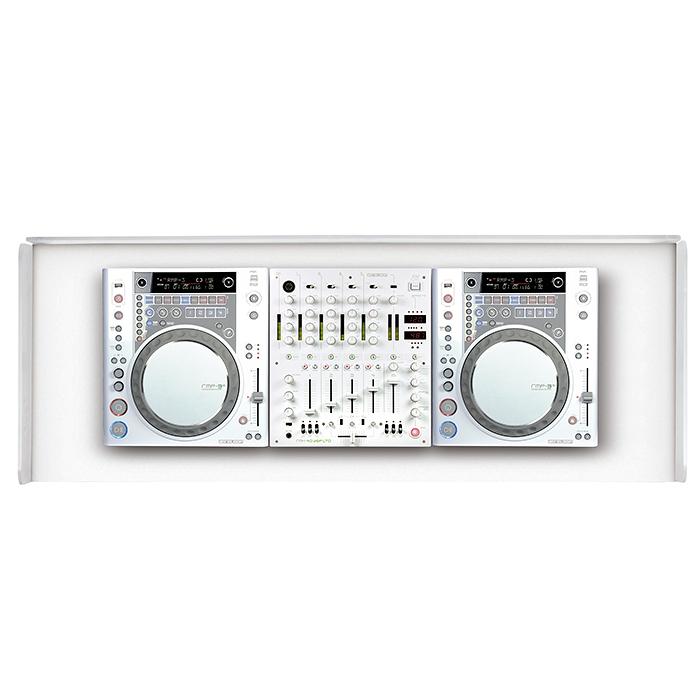 GLORIOUS Ohjaamopöytä 1250 x 500 x 1070mm, valkoinen. Cockpit deluxe XS white. Todella hieno ja laadukas kaluste clubiin sekä baariin. Helppo siirtää. Tämä upea DJ pöytä on pähkinän värinen ja suunniteltu tyylikkääksi kokonaisuudeksi sopimaan sisustukseen. Mitoitus on tehty 2kpl levysoittimelle sekä yhdellä 12,5 tuuman mikserille. Toimii myös loistavasti kahdelle tabletop CD soittimelle kuten CDJ-2000 sekä CDJ-900 ja DJM-850 sekä DJM-900.