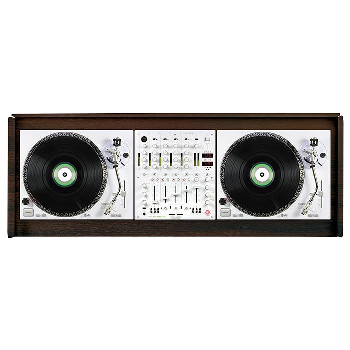 GLORIOUS Ohjaamopöytä 1250 x 500 x 1070mm, pähkinäpuu. Cockpit deluxe XS walnut. Tämä upea DJ pöytä on pähkinän värinen ja suunniteltu tyylikkääksi kokonaisuudeksi sopimaan sisustukseen. Mitoitus on tehty 2kpl levysoittimelle sekä yhdellä 12,5 tuuman mikserille. Toimii myös loistavasti kahdelle tabletop CD soittimelle kuten CDJ-2000 sekä CDJ-900 ja DJM-850 sekä DJM-900.