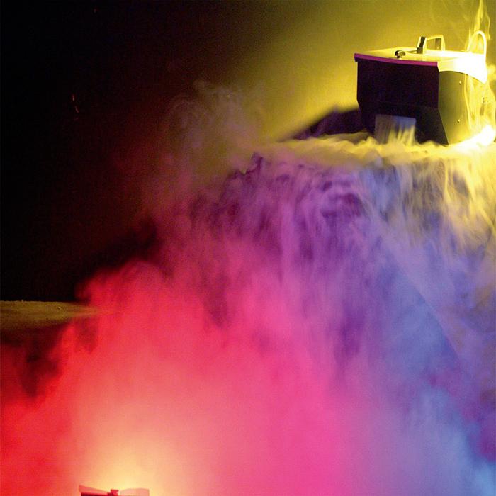 AMERICANDJ Mister Kool matalasavukone. Lisää jäitä ja savunestettä! Huippu upea savukone, jolla saat teatterisavun/usvan joka pysyy lattian tasossa. Lisää vain jääpaloja tai murskaa ja party voi alkaa! Mitat: 490 x 315 x 260 mm sekä paino 8.0kg. valoa_ja_savua