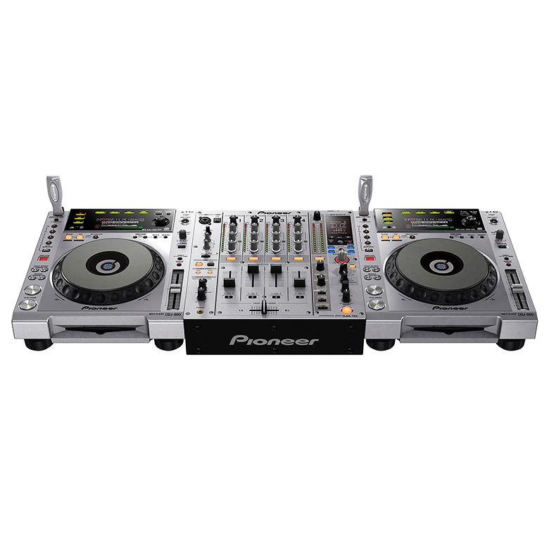 PIONEER DJM-750-S Hopea DJ mikseri Täysin digitaalinen perfomanssi upeilla efekteillä. DJM-750 tarjoaa upeat mahdollisuudet luovuudelle ja nostaa FX-manipuloinnin ja ohjelmistosynergian uudelle tasolle. DJM-750-mikserissä yhdistyvät uusin ääni- ja FX-teknologiamme kohtuuhintaisessa, nelikanavaisessa laitteessa. Mikserissä on 13 biittiefektiä – mukaan lukien uusi VINYL BRAKE – sekä taso/syvyys-nuppi wet/dry-miksausten konkreettista ohjausta varten.DJ voi käyttää 13 FX -biittiefektiä, mukaan lukien uusi VINYL BRAKE ja paranneltu ROLL. Taso/syvyys-säätimellä säädetään wet/dry-miksauksia samalla, kun DJ pystyy hallitsemaan nopeutta BEAT LEFT/RIGHT-painikkeilla sekä manuaalisella aikaohjauksella.