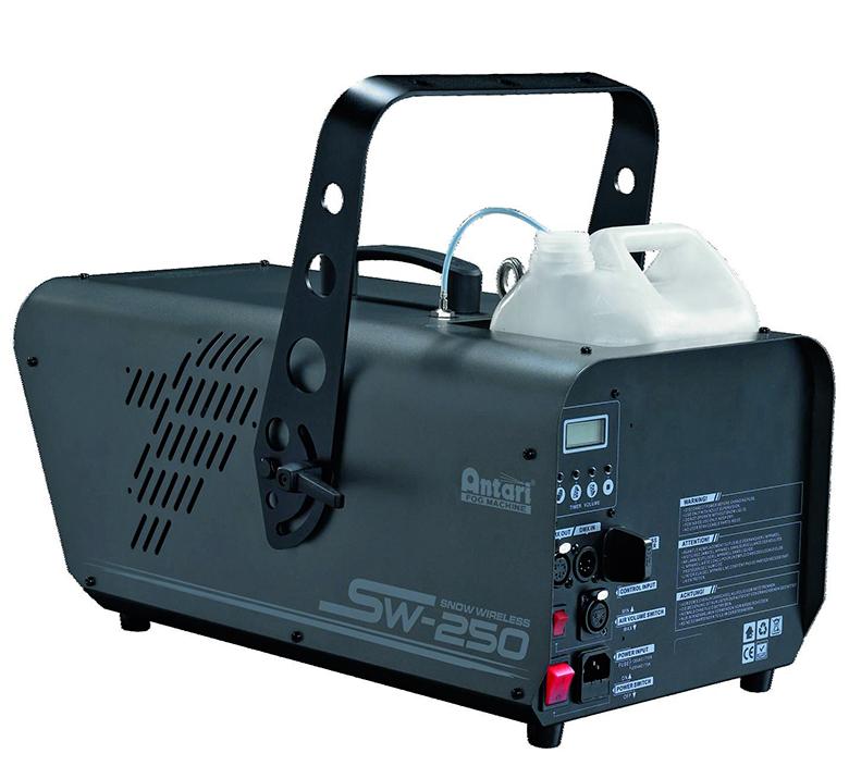 ANTARI SW-250 lumikone langattomalla kauko-ohjauksella ja DMX-ohjauksella. LED-toimintonäyttö ja ohjauspaneeli laitteen takana. Erittäin tehokas lumikone, joka tuottaa 250% enemmän lunta, kuin aikaisemmat mallit S-100II ja S-200. Lumen tulon määrä säädettävissä. Snow machine with digital wireless control system and DMX interface.
