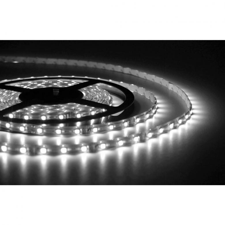 BEAMZ LED-valonauha IP65 300 LEDiä 5m kylmän valkoinen 12V, sopii ulko- ja sisäkäyttöön. Täydellinen setti, eli kaikki tarvittava mukana, myös muuntaja. 60 LEDiä metrillä, voidaan katkaista 3 LEDin (5cm) välein.