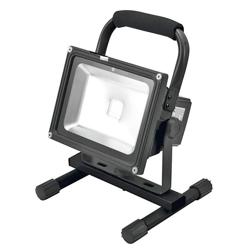 EUROLITE ACCU LED IP65 FL-20 LED-spotti 1x 20W COB LED RGB 120° IR-kauko-ohjaimella, sisä- tai ulkokäyttöön, toimii vaihtoehtoisesti ladattavalla lithium-ion-akulla, verkkovirralla tai 12V:n tasavirtalähtellä tai  auton tupakansytyttimestä, latausaika n. 5h, akun toiminta-aika n. 3h, säädettävissä staattiset värit ja kirkkaus, sisäänrakennetut ohjelmat