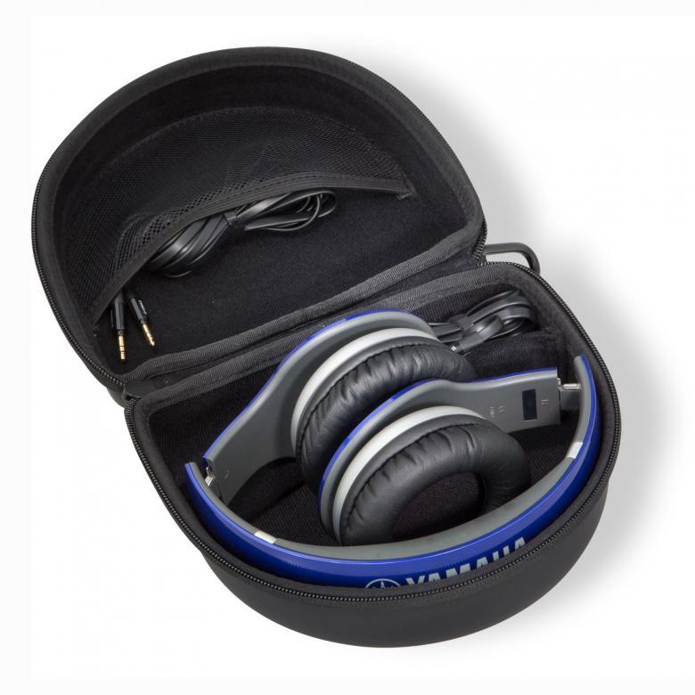 YAMAHA HPH-PRO500 Ultrapremium kuulokkeet. Kätkevät sisäänsä dynaamiset neodyymimagneeteilla varustetut 50mm:n elementit ja korvien päällä pidettävät korvakupit muodostavat tiiviin kaikupohjan ja pehmeät korvatyynyt tuntuvat miellyttävältä iholla. Nämä kuulokkeet herättävät mielimusiikkisi henkiin ja voit nauttia studiolaatuisesta äänikokemuksesta missä ikinä kuljetkin. Ne eivät pelkästään tuota ääntä korvillesi vaan ne kykenevät luomaan aidon studiovaikutelman tai konserttimaisen tunteen, jossa suosikkiartistisi esiintyy vain ja ainoastaan sinulle.  23 ohmia, 106dB, 20Hz-20kHz, 369g, iPhone-yhteensopiva, väri sininen ja kovapintainen kantokassi
