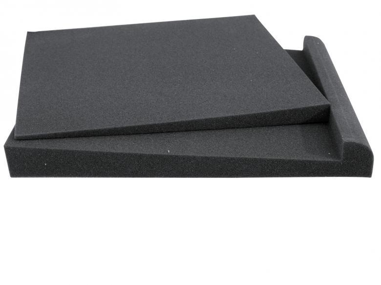 OMNITRONIC Monitori-/ kaiutintyyny 265 x 330 x 40 mm, resonoinnin ja tärinän poistoon. Kaksiosainen tyyny mahdollistaa eri kallistuskulmien käytön (suuntauksen) kaiuttimelle.