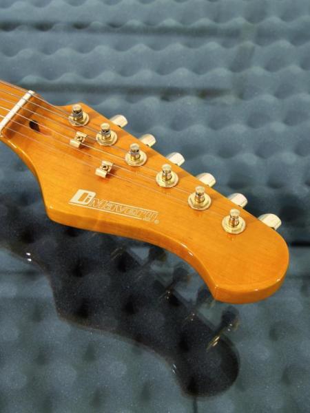 DIMAVERY ST-303 Sähkökitara Amber, Stratocaster kitaran runko trumpettipuuta sekä kaula vaahteraa, otelauta ruusupuuta