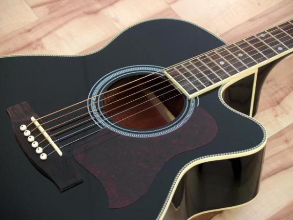 DIMAVERY JK-300 Akustinen western cutaway-kitara, musta, runko ja otelauta ruusupuuta, 21 nauhaa. Metalliosat kromia.