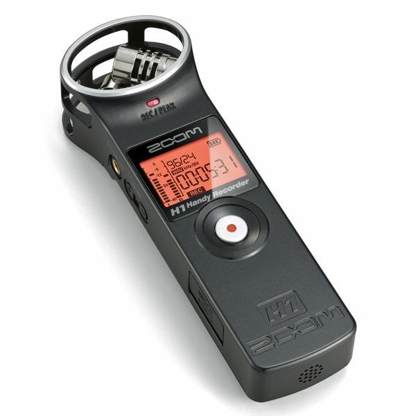 ZOOM H1V2 Kämmenkokoinen tallennin. Helppokäyttöinen ja kompakti stereotallennin. 24 bit/96 kHz, USB, 2 GB Micro SD-kortti! Toimii nyt myös USB-mikkinä!H1 on aikaisempia tallentimia pienikokoisempi, mutta se sisältää H4n-tallentimen tapaan kaksi mikrofonikapselia XY-stereomuodostelmassa.Laite taltioi sekä WAV- että MP3-tiedostoja kaikissa normaaleissa varianteissaan aina 24 bit 96 kHz resoluutioon asti.Tiedostot taltioituvat micro sd-muistikortille (mukana 2 gigan kortti), joten tehdyt äänitykset on helppo siirtää vaikkapa kännykän kautta eteenpäin.