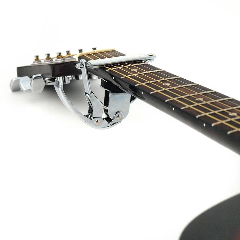 DIMAVERY Capo kitaralle, käy sähkökitaraaan sekä teräskieliseen akustiseen.