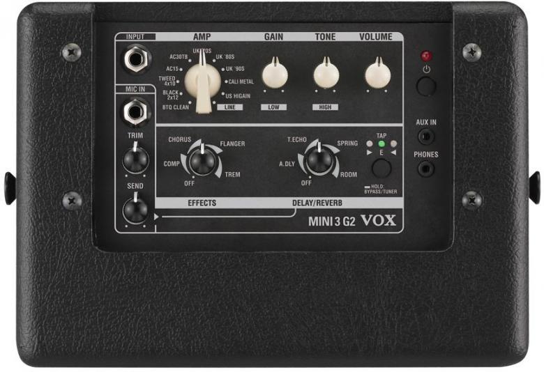 POISTO MINI3 Mallintava kitaravahvistin DEMO Classic. Vox MINI3 on todella kätevästi kuljetettava mallintava vahvistin, joka tarjoaa kitaristille kaiken tarpeellisen: laajan valikoiman autenttisia soundeja, laadukkaat efektit pienen koon ja paristokäyttöisyyden – kaikki tyylikkäässä vintage-Vox-hengessä