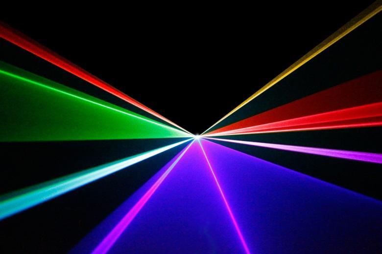 BEAMZ 600mW DMX-ohjattava Galatea laser luo hämmästyttäviä efektejä ja animoituja kuvia ja on suunniteltu RGB-teknologialla. Kiitos