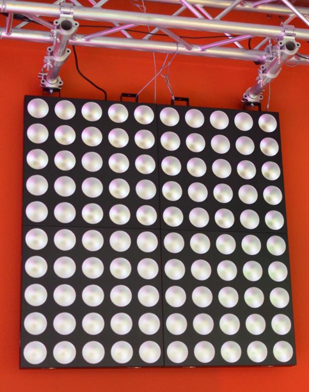 BEAMZ 4X MadMax 25x 10W COB LED Matrix - Ammattilaisen pesuri/matrix-paketti! Tässä voimakkaassa 25x 10W COB LED Matrix efektissä on loputtomat mahdollisuudet minkä tahansa shown korottamiseen uudelle tasolle. Laite tuottaa hämmästyttävän valo-shown kiitos sumennettujen linssien sekä erittäin kirkkan moni-värisen valontuoton. Jokaista LEDiä voidaan ohjata erikseen. 75-kanavainen DMX-moodi erilaisiin sovelluksiin, strobo-toiminto, musiikki-ohjaus, sisäänrakennetut ohjelmat. Sisäänrakennettu efektikirjasto kirjaimin, numeroin, juoksutuksin jne... Neljä laitetta voidaan linkittää yhteen (virta & DMX). Soveltuu kaikenlaisiin valo-ratkaisuihin!!! 1,3,5,25,75 DMX kanava-moodit, LEDit kontrolloitavissa yksittäin, Mitat 580 x 580 x 120mm, Paino 13kg, mukana CASE pyörillä.