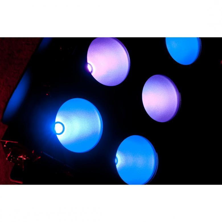 ADJ Dotz Flood Blinderi 6x30W, jossa käytetään edistynyttä COB LED-teknologiaa sallii voimakkaan LED valonlähteen sijoittamisen erittäin pieneen tilaan. Tuloksena on turboahdettu blinderi, jonka erittäin tasainen ja tehokas väriensekoitus saa voimansa kuudesta 30W TRI COB LEDistä. 0-100% himmennys, strobo- ja pulssiefekti, sisäänrakennettuja ohjelmia ja värimakroja, ääniaktivoituna tai DMX-ohjattuna. Mitat 345 x 164 x 227mm ja paino 6,kg