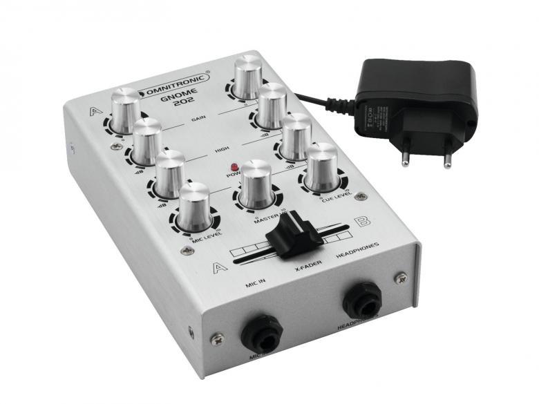 OMNITRONIC GNOME-202 Mini mikseri Hopea pikkumikseri 2x RCA-stereo sisään, 2x RCA-stereo ulos, crossfader, kanavakohtainen gain ja EQ, mikki- ja kuulokeliitännät. Kaikki pienessä ja kompaktissa paketissa jolla painoa kokonaista 500g sekä mitat vain 165 x 100 x 60 mm.