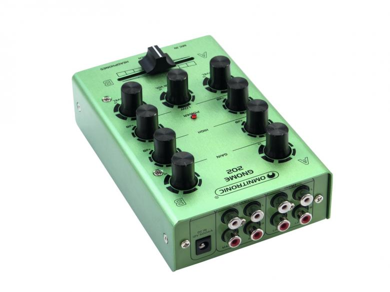 OMNITRONIC GNOME-202 Mini mixer - Vihreä pikkumikseri. 2x RCA-stereo sisään, 2x RCA-stereo ulos, crossfader, kanavakohtainen gain ja EQ, mikki- ja kuulokeliitännät. Kaikki pienessä ja kompaktissa paketissa jolla painoa kokonaista 500g sekä mitat vain 165 x 100 x 60 mm.