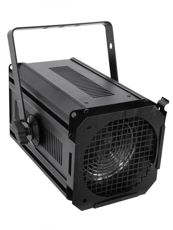 EUROLITE 650/1000 Teatterivalaisin fresnel linssillä, 650W tai 1000W polttimolle, mitat 380 x 270 x 340 mm sekä paino 4,50kg.