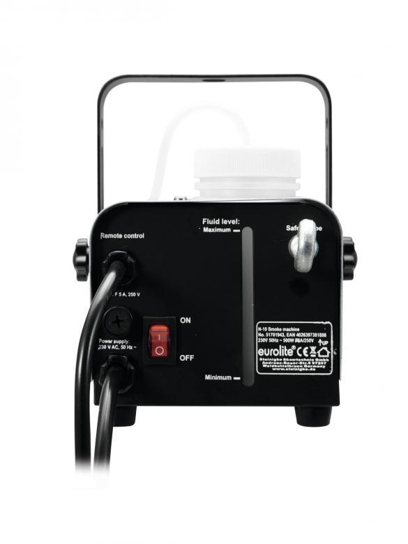 EUROLITE N-10 pienenpieni 400W savukone Harrastekäyttöön soveltuva, ON/OFF controller.Vain nestettä sisään ja muutaman minuutin kuluttua on kone käyttövalmis. Kun kone on lämmennyt näet sen kaukosäätimen merkkivalosta. Painat vain kaukosäätimen nappulaa ja savua tulvahtaa huoneeseen. Savukoneella saat helposti valoefektit näkyviin! Bileiden piristysteho 100% taattu! Tilaa mukaan samalla savunesteet sekä tuoksut, jotka löydät yhteensopivista tuotteista kortin alalaidasta! tuotto 50 m³/min. Mitat 245 x 135 x 140 sekä paino 2kg. Tankin koko 0.25l.