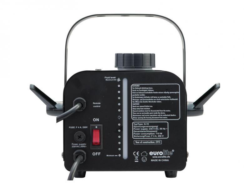 EUROLITE N-19 Savukone 700W musta on-off-katkaisijalla sekä kaukosäätimellä! Vaatii savunestettä toimiakseen. Mukana tulee kaukosäädin. Upea bileiden piristäjä, joilla saat valojen säteet ja värit hyvin näkyviin. Savunesteitä saat 1-5 litran säiliöissä. Kulutus aktiivisessa käytössä 2-3 dl tuntia. Saatavilla myös hajusteita. Savun ulostulo n. 2,5m, tuotto 90 m³, säiliö 1L, kulutus 90ml/ minuutti. Mitat 350 x 270 x 220 mm sekä paino 2,5kg.