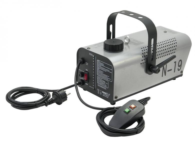 EUROLITE N-19 Savukone 700W hopea on/off-katkaisijalla sekä kaukosäätimellä! Vaatii savunestettä toimiakseen. Mukana tulee kaukosäädin. Upea bileiden piristäjä, joilla saat valojen säteet ja värit hyvin näkyviin. Savunesteitä saat 1-5 litran säiliöissä. Kulutus aktiivisessa käytössä 2-3 dl tunti. Saatavilla myös hajusteita. Savun ulostulo n. 2,5m, tuotto 90 m³, säiliö 1L, kulutus 90ml/ minuutti. Mitat 350 x 270 x 220 mm sekä paino 2,5kg.