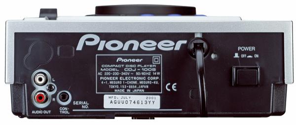 PIONEER CDJ-100S CD soitin DJ, kuntosali sekä myös ammattikäyttöön. Näppärä CD soitin nopeudesäädöllä on nyt tehnyt paluun Pioneerin valikoimiin! PRO-DJ-Tuote. Kolme eri efektiä antavat mahdollisuuden musiikin värittämiseen.CD-levysoitin tarjoaa äärettömät mahdollisuudet soundien luomiseen ja remiksaukseen. CDJ-100S antaa sinulle vapauden luoda oma, yksilöllinen tyylisi!Tämä tuote on erittäin suosittu mm. kuntosalikäytössä.