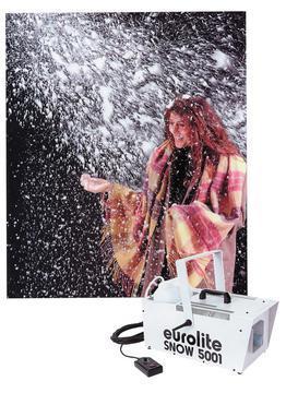 EUROLITE Snow 5001 pieni lumikone Kohtuullisen tehokas lumikone. Laskee runsaasti lumihiutaleita huoneeseen. Käytön jälkeen lumipeite haihtuu lähes itsestään, säästäen aikaa puhdistettaessa. Lumen tulon ohjaus kauko-ohjaimella. Ideaalinen talvi-aihe discoihin tai tapahtumiin! Tarvitset vain luminestettä lisäksi. Mitat 490 x 260 x 430 mm  sekä paino 12kg