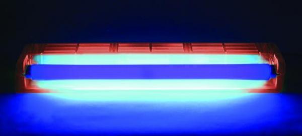 EUROLITE 45cm UV-valaisinsetti (mustavalo), sisältää lampun ja valaisinrungon, runko punainen ABS muovista, valmis käyttöön, kytke vain virta, mitat 470 x 100 x 60 mm sekä paino 1.2kg.