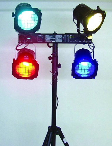 EUROLITE KLS-10 valosetti. Täydellinen toimiva pieni perusvalosetti bändi- tai dj-käyttöön. Compact-lightset!